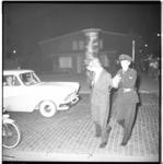 3554-2 Nozems opgepakt en gearresteerd in hartje Rotterdam na verboden samenscholing bij ijssalon Capri in de Karel ...
