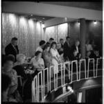 3569-6 Publiek bij opening café/restaurant annex familiedancing-cabaret Bristol.