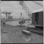 3571-1 Dempen van de oude Pernissehaven, op de achtergrond de radarpost.