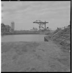 3571-2 Dempen van de oude Pernissehaven, op de achtergrond de radarpost.