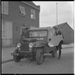 3586-1 Politievoertuig van Rijkspolitie Spijkenisse voor het politiebureau aan het Koningin Julianaplein.