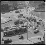 3588-1 Wegwerkzaamheden op en aan het Hofplein richting Weena. Links gebouw van de Ammanstichting.