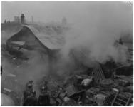 3639 Brand achter de Raam in Schiedam in houten loods van ijzer- en metaalhandel J. van Gelderen N.V.