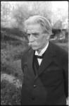 3747-3 Dr. Albert Schweitzer in de tuin Schoonoord aan de Kievitslaan.