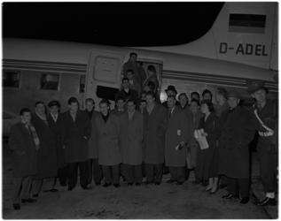 378 Vertrek van het Nederlands voetbalelftal, met een gecharterd vliegtuig vanaf vliegveld Zestienhoven naar Madrid. ...