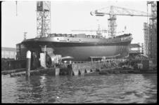 3795-2 Tewaterlating sleepboot Sjam bij werf van L. Smit en Zoon te Kinderdijk.