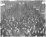 3826-2 Overzichtsfoto vanaf het orgel tijdens de nieuwjaarsreceptie in de Burgerzaal van het stadhuis.
