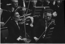 3853 Wim Noske violist Rotterdams Philharmonisch Orkest tijdens een concert.