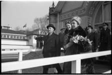 3973-2 Staatsbezoek Peruaanse president dr. M. Pradoy met echtgenote, hier vergezeld door kroonprinses Beatrix. Zij ...