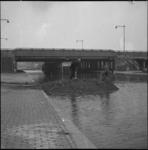 4015 Start van aanleg dam in de Rotterdamse Schie naast het viaduct van rijksweg 13.