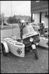 4051-2 Enkele ANWB-Wegenwachters bij hun motoren met zijspan voor Wegenwachtstation De Pauwmolen.