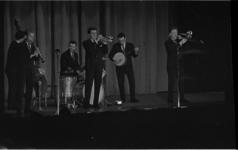 4062-2 Optreden Chris Barber met band in Groote Schouwburg aan het Zuidplein.