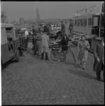 4105 Zeventig bedlegerige passagiers worden ingescheept op de Henri Dunant aan de Boompjeskade.