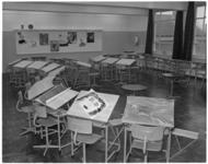 412-2 Interieur van een klaslokaal van de christelijke MMS aan de Essenburgsingel.