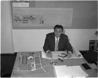 4142 Ir. J.H. van den Broek, architect, met enige bouwontwerpen.