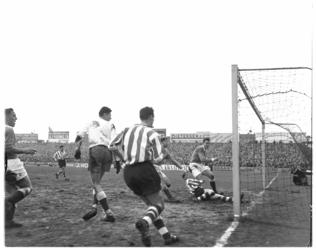 416-1 Spelmoment uit de voetbalwedstrijd Sparta - GVAV.