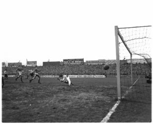416-2 Spelmoment uit de voetbalwedstrijd Sparta - GVAV.