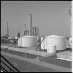 4160-2 Gedeelte van raffinaderij en tankopslag Esso.