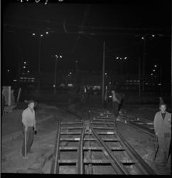 4167 Verleggen van tramrails op het Kruisplein.