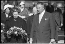 4177-3 Doopster van het motorschip P.S. Gerbrandy, mevrouw H.E. Gerbrandy-Sikkel, met haar echtgenoot P.S. Gerbrandy en ...