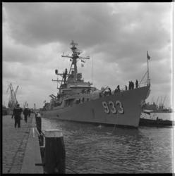 4236 De torpedobootjager USS Barry wordt afgemeerd aan de Parkkade.
