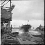 4241-1 De zeesleepboot Mississippi glijdt van de scheepshelling bij J.en K. Smit's Scheepswerven en Machinefabrieken in ...