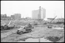 4262 De grond Weena-hoek Hofplein-Coolsingel wordt bouwrijp gemaakt voor de bouw van het Hilton Hotel.
