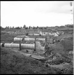 4309-1 Bouwwerkzaamheden op het terrein van de Drinkwaterleiding. Op de achtergrond de Van Ghentkazerne.