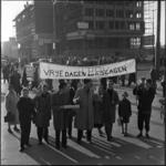 432-1 Demonstratie middelbare scholieren op de Coolsingel.