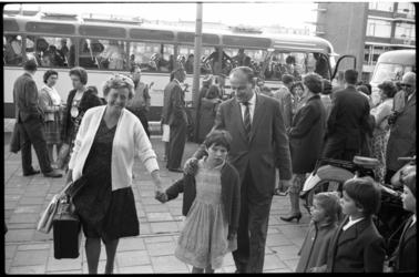 4334-1 Opvang van Oost-Europese vluchtelingkinderen door tijdelijke pleegouders.