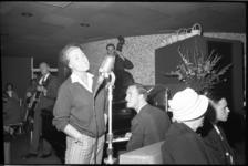 4344-1 Optreden van jazzzangeres Rita Reys samen met het trio van Pim Jacobs in een zaaltje bovenin de Euromast.