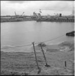 4467-2 Met baggermaterieel wordt het laatste stukje dijk tussen Nieuwe Waterweg en Calandkanaal doorgestoken.