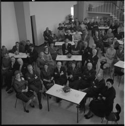 4553-1 Ruimte vol genodigden bij de overdracht van de Keucheniusscholen aan de Heer Bokelweg, aan het bestuur van de ...