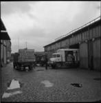 4576-3 Transportfoto bij de loods van de Rotterdamsche Kolen Centrale op Pier 2 in de Waalhaven.