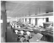 4593 Interieur wachtruimte en horeca-gedeelte van busstation CS.