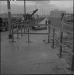 4661 Houten hek in verband met metrowerkzaamheden op trottoir Weena.