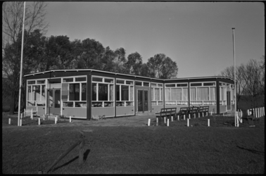 4678 Nieuw clubhuis van Zwart-Wit '28 op sportcomplex Varkenoord.