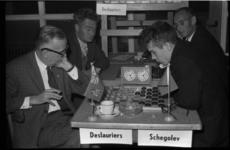 4691 Dampartij Marcel Deslauriers (links) tegen Viacheslav Schegolev (rechts), tijdens de derde ronde van het ...