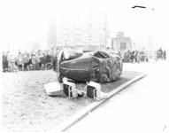 470 Volkswagen over de kop In de bocht bij de kruising Mijnsherenlaan-Dordtselaan.
