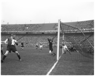 471 Spelmoment uit de voetbalwedstrijd Feyenoord - NOAD.