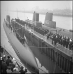 4791 Nieuwe onderzeeboot 'Dolfijn' wordt in gebruik genomen bij de Onderzeebootdienst aan de Waalhaven.