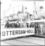 482 Gemeentebestuur van Hull op de loopplank van de ferryboot Rotterdam-Hull.