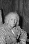 4919 Portret van honderjarige mevrouw van den Berg, geboren Donkervoort.