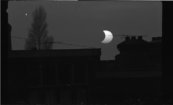 4972 Zonsverduistering met eclips.