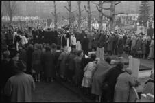 4991-4 Plechtigheid bij de begrafenis van de vermoordde Marcel Nivard op de Rooms-katholieke begraafplaats aan de ...