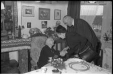 5010 Burgemeester bij 100-jarige J.E.van de Berg-Donkervoort.