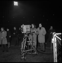 5032-2 Een TV-camera en cameraman in Stadion Feijenoord.
