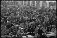5044 Rivierahal vol met mensen ter gelegenheid van Wereldinvalidendag op 20 maart.