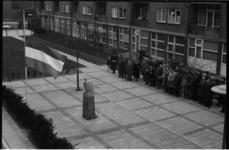 5057-1 Dodenherdenking bij monument 'De Treurende Vrouw' in de Goereesestraat.
