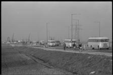 5080 Autoverkeer waaronder veel pendelbussen op de Vondelingenweg.